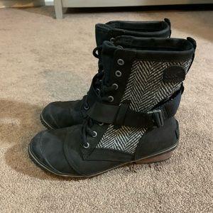 Sorel Black Combat Boots w/ Texture Sides Sz 8.5